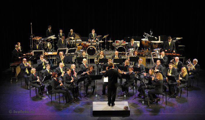 Henk Buurman dirigeert in Capelle a/d IJssel